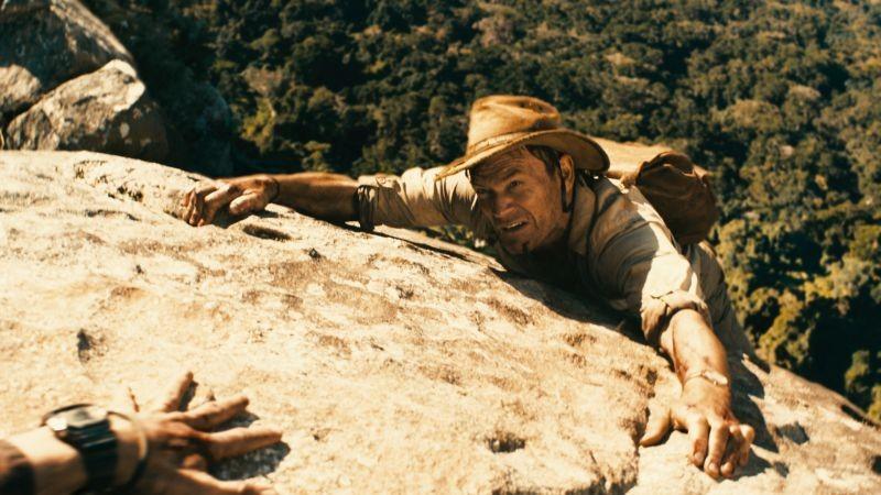 The Dinosaur Project: Richard Dillane in pericolo di vita in una scena del film