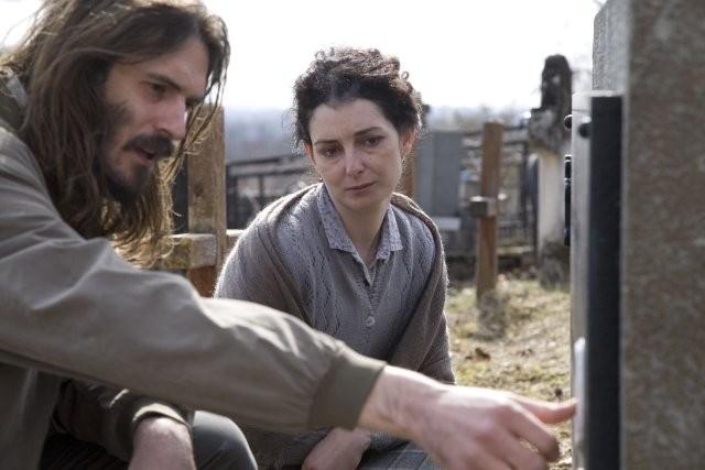 Halima's Path: un'immagine che ritrae Olga Pakalovic e Mijo Jurisic
