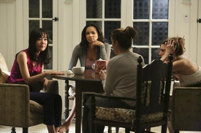 Mistresses: Alyssa Milano, Yunjin Kim, Rochelle Aytes e Jes Macallan in una scena della serie