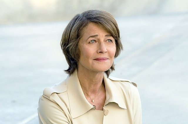 Dexter: Charlotte Rampling nell'episodio Every Silver Lining