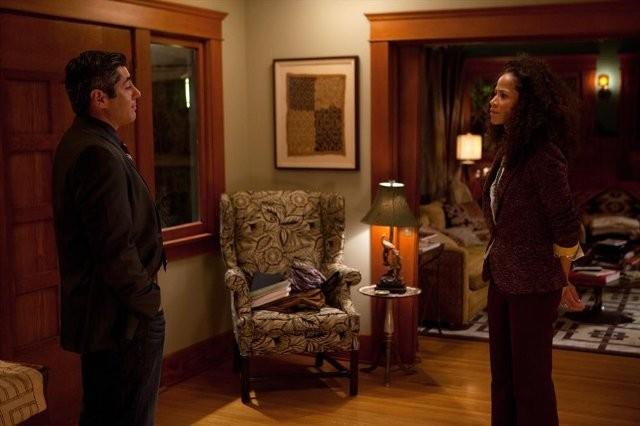 The Fosters: Danny Nucci e Sherri Saum in una scena della serie