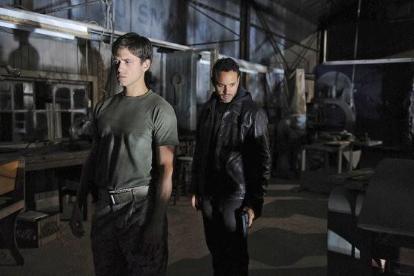 Graceland: Aaron Tveit e Daniel Sunjata nell'episodio Heat Run