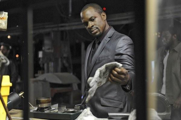 Graceland: Gbenga Akinnagbe nell'episodio Heat Run