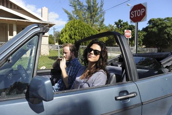 Graceland: Vanessa Ferlito in una scena dell'episodio Heat Run