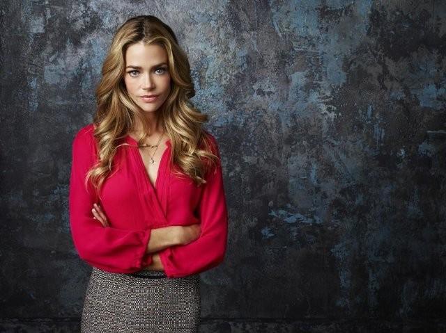 Twisted: Denise Richards in una foto promozionale della serie
