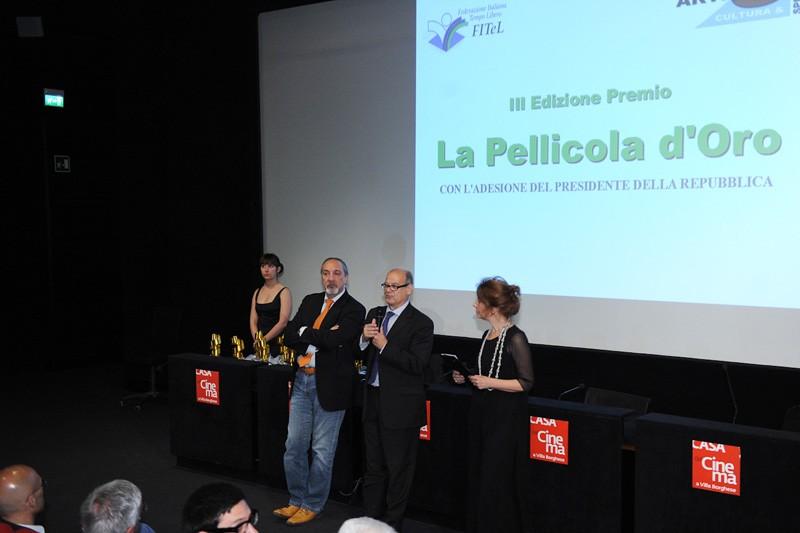 Premio La Pellicola d'Oro 2013 - Enzo De Camillis sul palco con Cloris Brosca