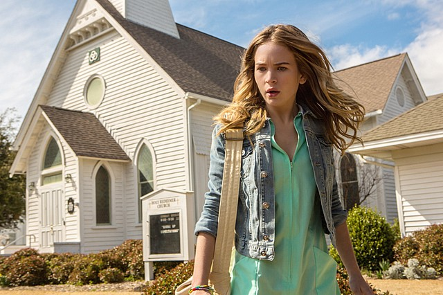 Under the Dome: Britt Robertson in una foto del pilot