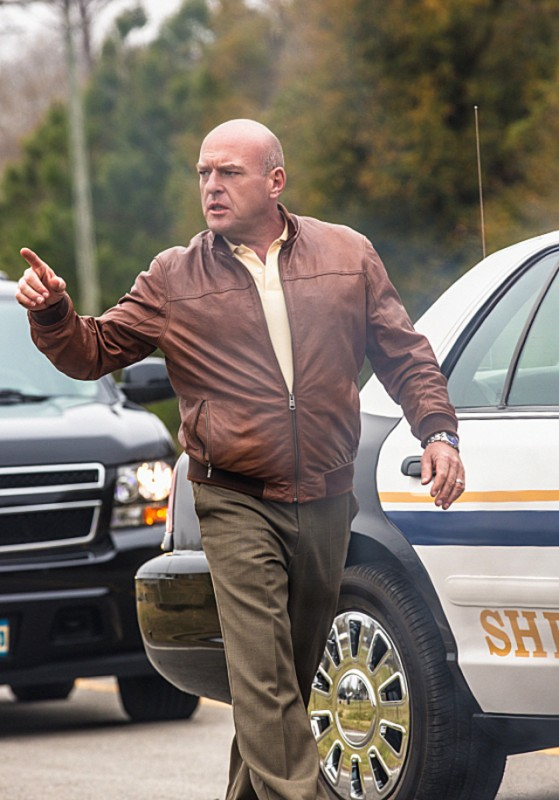 Under the Dome: Dean Norris in una scena del pilot