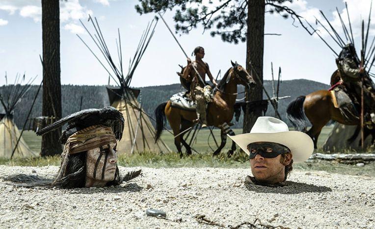 The Lone Ranger: una curiosa immagine di Johnny Depp ed Armie Hammer tratta dal film