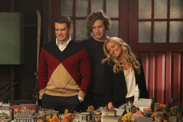 The Goodwin Games: T.J. Miller, Scott Foley e Becki Newton in una scena dell'episodio Hamletta