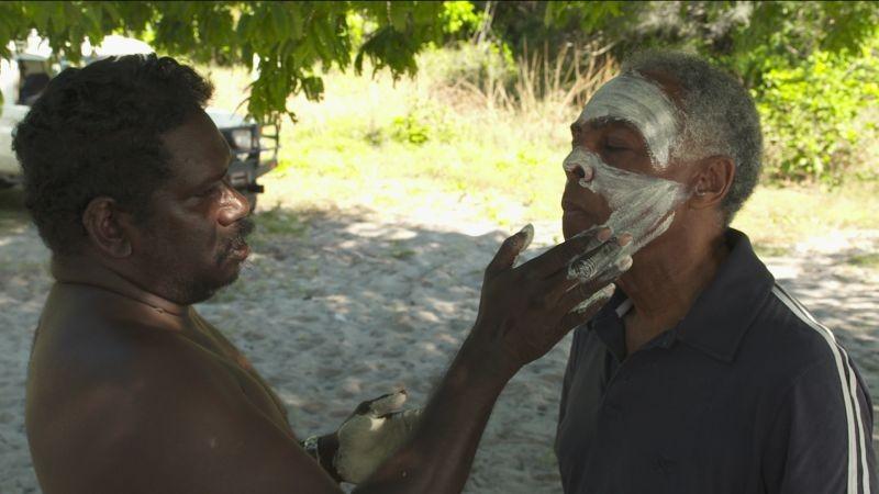 Viramundo: il musicista brasiliano Gilberto Gil in visita nella terra degli indigeni d'Australia in una scena