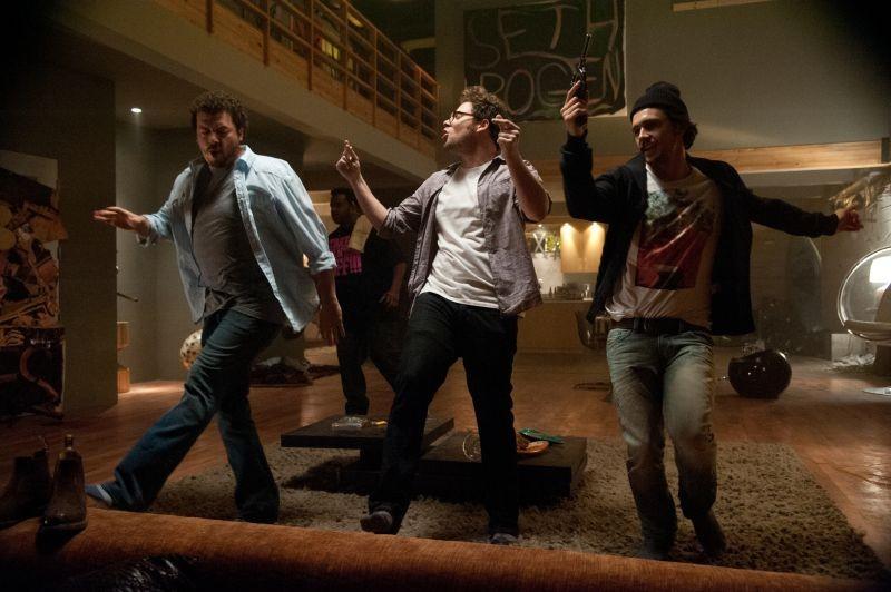 Facciamola finita: James Franco con Seth Rogen e Danny McBride in una scena
