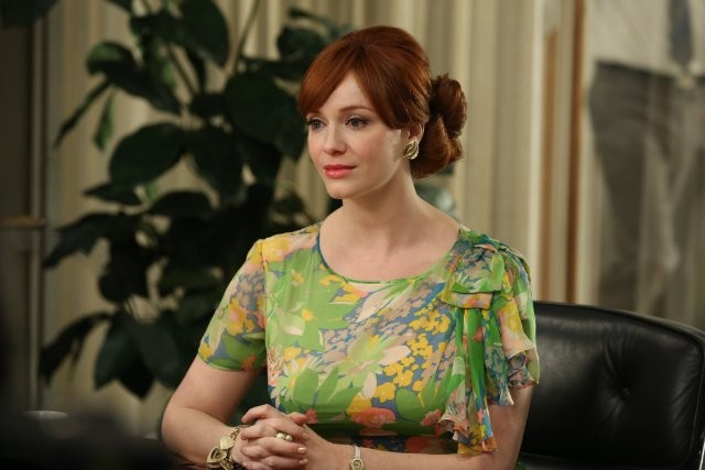 Mad Men: Christina Hendricks nell'episodio A Tale of Two Cities