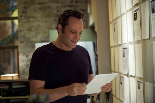 Delivery Man: Vince Vaughn sorride leggendo una lettera