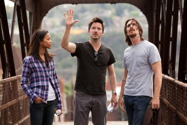 Out of the Furnace: Zoe Saldana e Christian Bale asul set col regista Scott Cooper