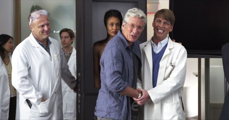 Comic Movie: Richard Gere e Jack McBrayer in una scena del film