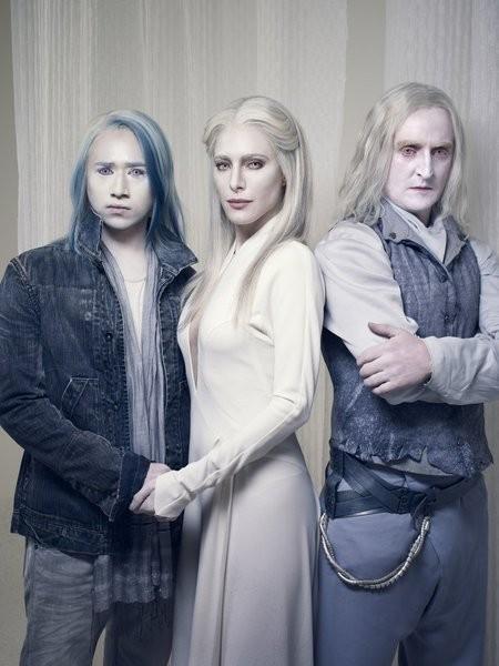 Defiance: Jesse Rath, Tony Curran e Jaime Murray in una foto promozionale