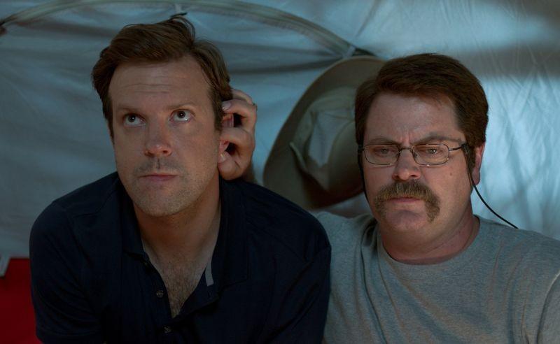 Come ti spaccio la famiglia: Jason Sudeikis in una scena con Nick Offerman