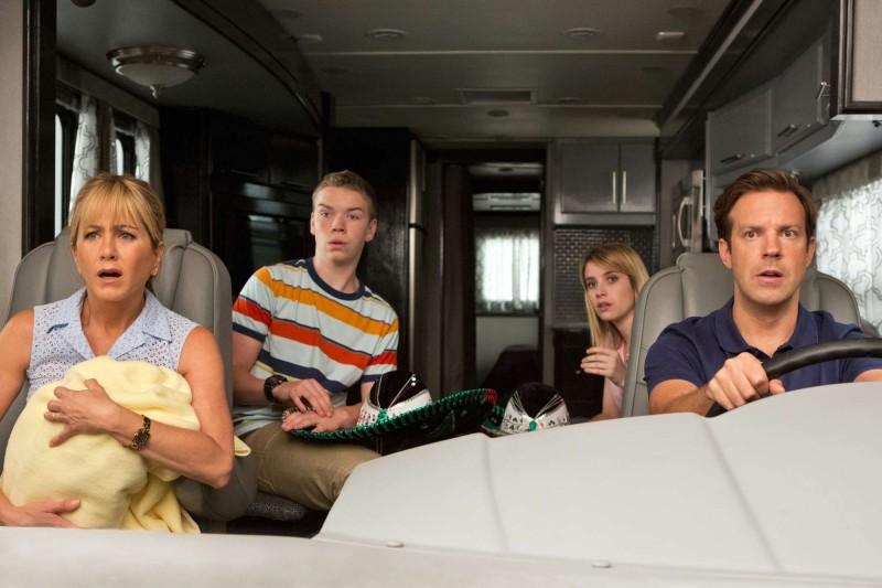 Come ti spaccio la famiglia: Jennifer Aniston, Emma Roberts, Will Poulter e Jason Sudeikis in un momento del film