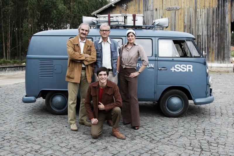 Les Grandes Ondes: Valérie Donzelli con Francisco Belard, Michel Vuillermoz e Patrick Lapp in un'immagine promozionale