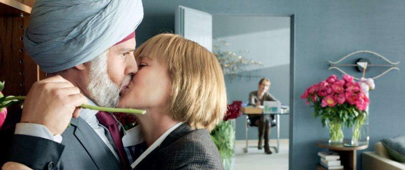 Vijay and I: Moritz Bleibtreu bacia Patricia Arquette in una scena del film