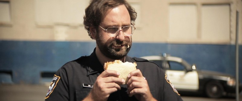 Wrong Cops: Eric Wareheim in una scena del film