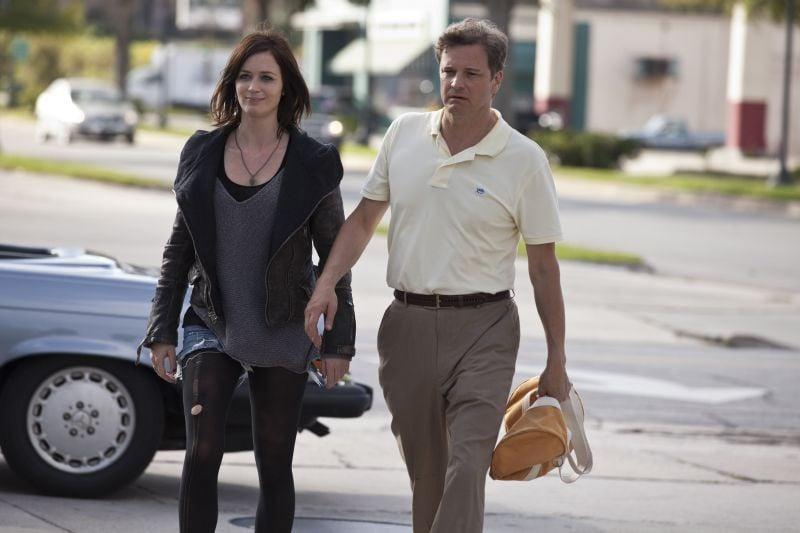 Il mondo di Arthur Newman: Emily Blunt insieme al suo 'innamorato' Colin Firth in una scena del film