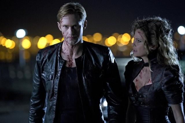 True Blood: Alexander Skarsgård e Kristin Bauer  nell'episodio Tu chi sei?