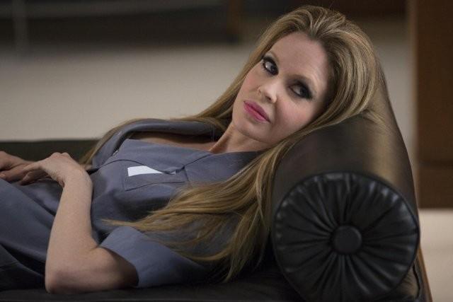 True Blood: Kristin Bauer nell'episodio In the Evening