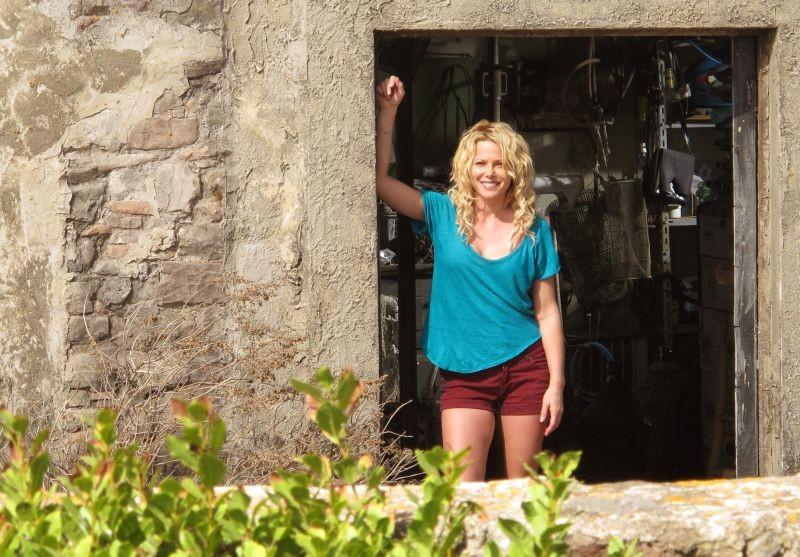 Una piccola impresa meridionale: Barbora Bobulova in una scena del film nei panni di una ex-prostituta di nome Magnolia
