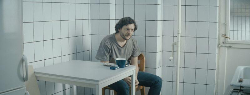 When Evening Falls on Bucharest or Metabolism: Bogdan Dumitrache in una scena