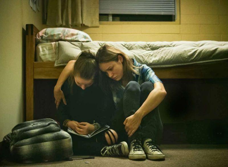 Short Term 12: Brie Larson in una scena del film con Kaitlyn Dever