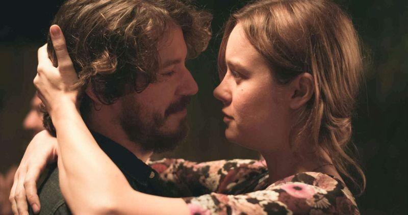 Short Term 12:  John Gallagher Jr. e Brie Larson in una tenera scena del film