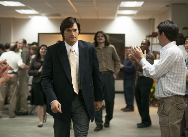 jOBS: Ashton Kutcher nei panni di Steve Jobs nella biopic del 2013