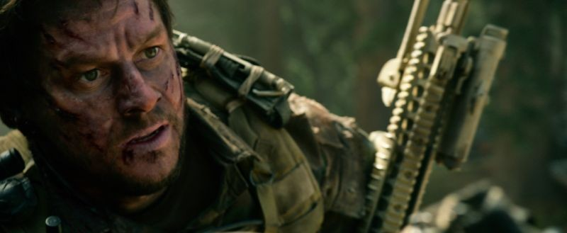 Lone Survivor: Mark Wahlberg in una scena