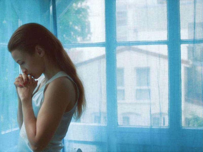 Que d'amour: Léonie Simaga in una scena