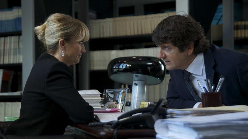 Aspirante vedovo: Luciana Littizzetto e Fabio De Luigi in una scena