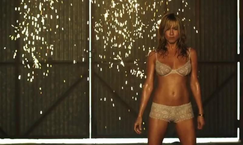 Come ti spaccio la famiglia: Jennifer Aniston sensuale durante uno spogliarello