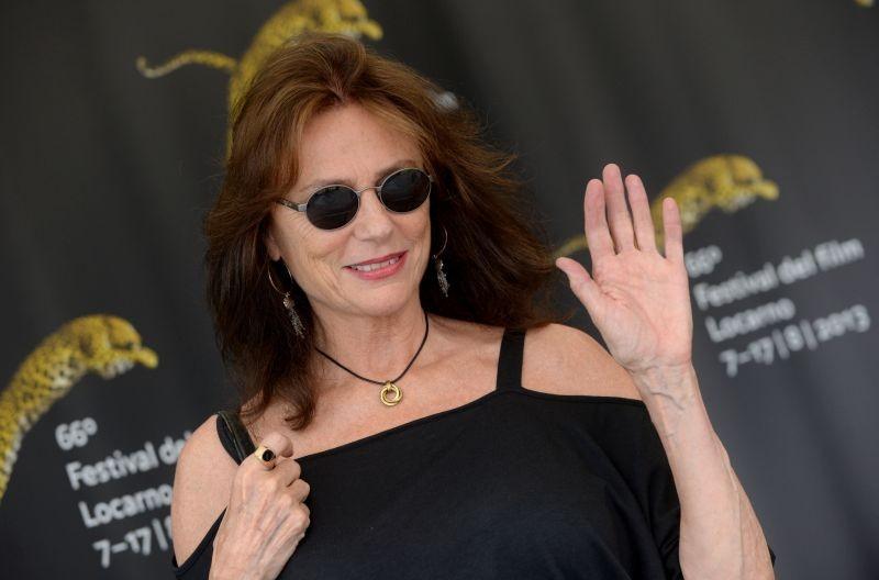 Un primo piano di Jacqueline Bisset con gli occhiali da sole ospite a Locarno 2013