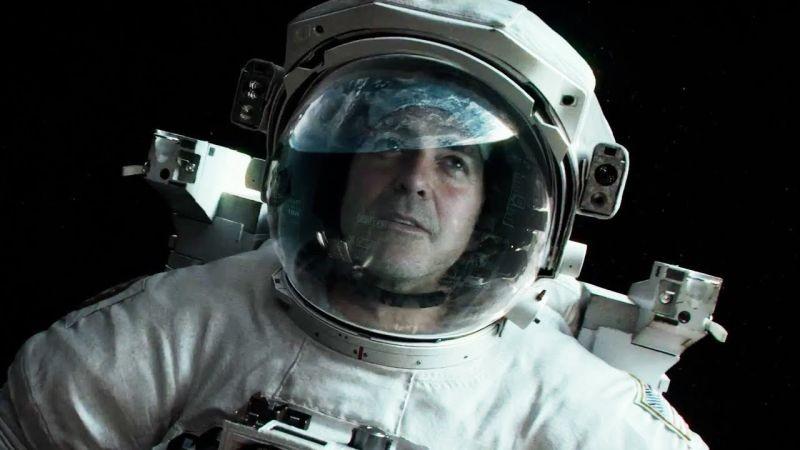 Gravity: George Clooney nello spazio in una scena del film