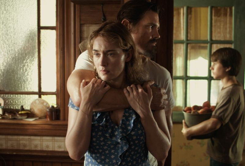 Labor Day: Kate Winslet in una scena con Josh Brolin e Gattlin Griffith
