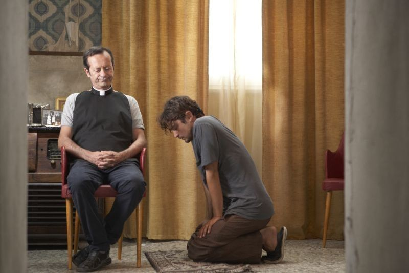 Una piccola impresa meridionale: Riccardo Scamarcio e Rocco Papaleo in un'intensa scena del film