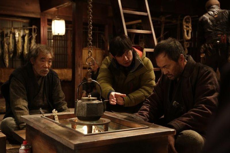 Unforgiven: Ken Watanabe sul set del film con il regista Lee Sang-il e Akira Emoto