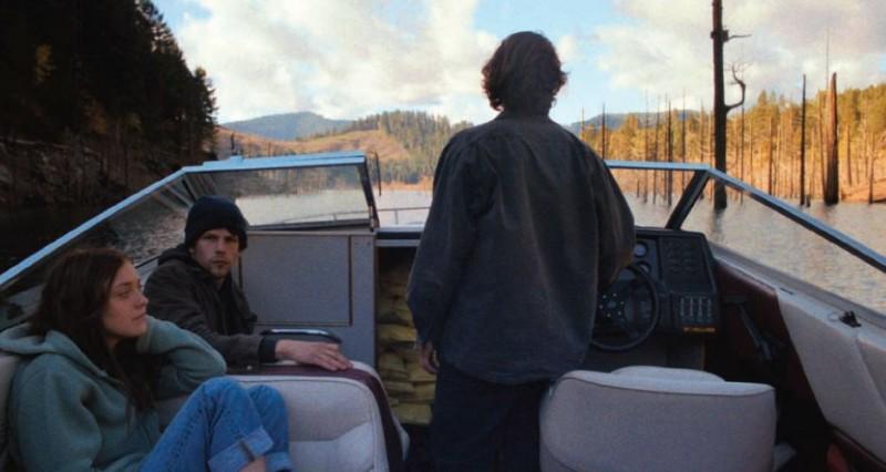 Night Moves: Jesse Eisenberg in una scena del film con Dakota Fanning e Peter Sarsgaard