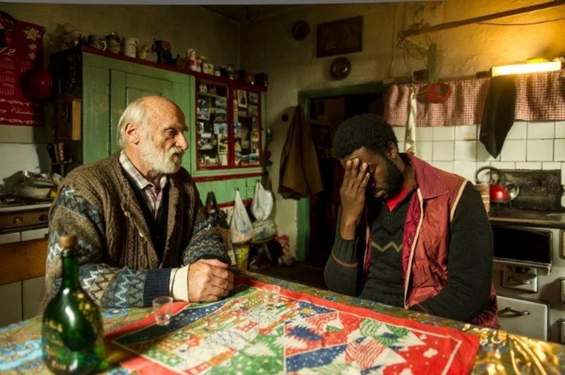 La prima neve: Jean Christophe Folly in una scena con Peter Mitterrutzner