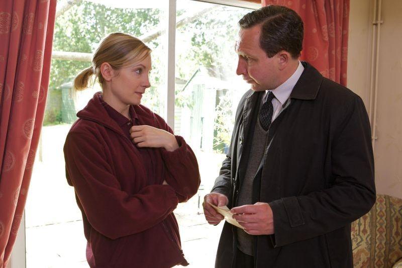 Still Life: Joanne Froggatt con Eddie Marsan in una scena