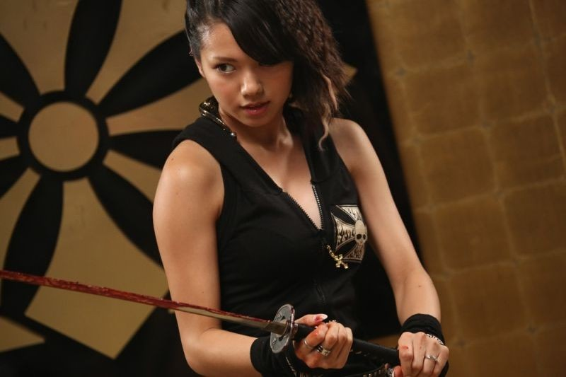 Why Don't You Play in Hell?: Fumi Nikaidô in una scena d'azione