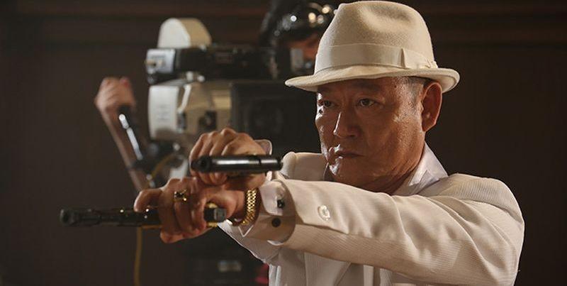 Why Don't You Play in Hell?: Jun Kunimura in una scena del film