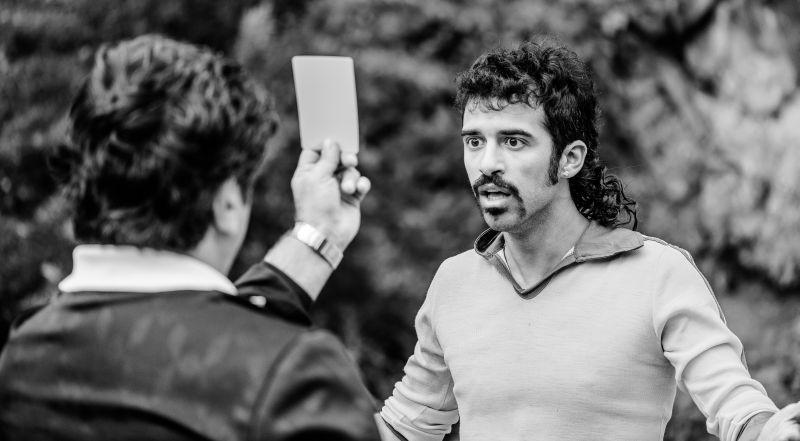 L'arbitro: Jacopo Cullin viene ammonito in una scena