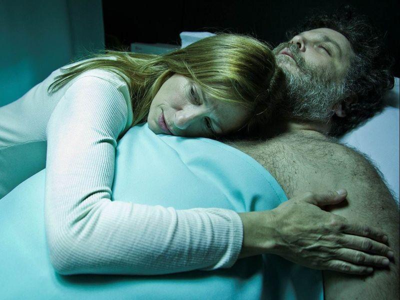 La ricostruzione: Claudia Fontán e Alfredo Casero in una scena del film